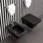 Diseñada por Alessio Pinto, el inodoro suspendido Volo en negro perfecto para espacios amplios